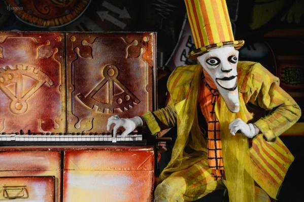 Зрелищный спектакль «Мистиарий» питерского театра«Странствующие куклы господина Пэжо» пермяки увидят на театральном уличном фестивале в эту пятницу и субботу