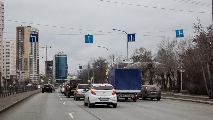 В Екатеринбурге на месяц перекроют улицу, по которой выезжают на Кольцовский тракт с Уктуса