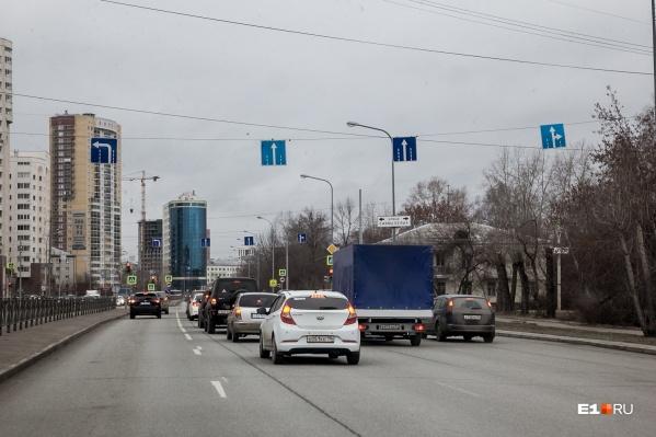 Улицу Просторную используют для выезда на Кольцовский тракт