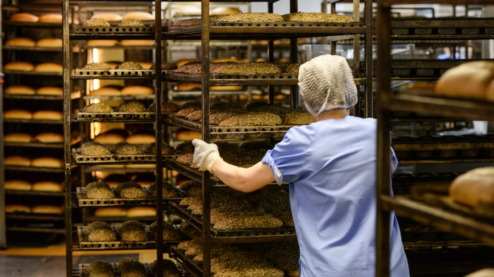 Пропало больше 2миллионов: на уральском хлебокомбинате вскрыли махинацию с зарплатами