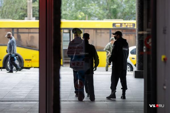 Чиновники и полицейские работают не только в Волгограде, но и в области