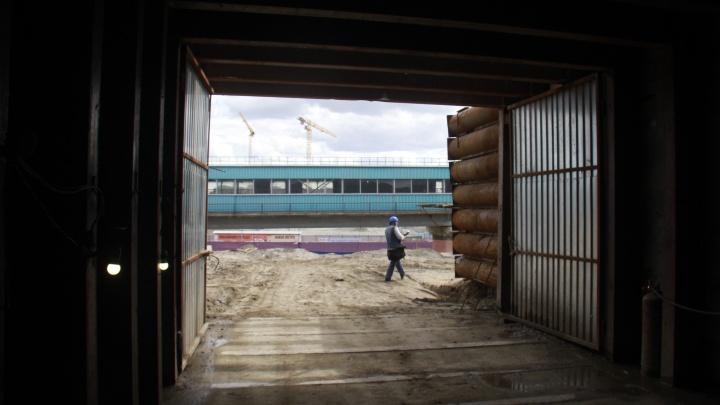 Метро в конце тоннеля: строители прокопали переход сквозь дамбу Октябрьского моста