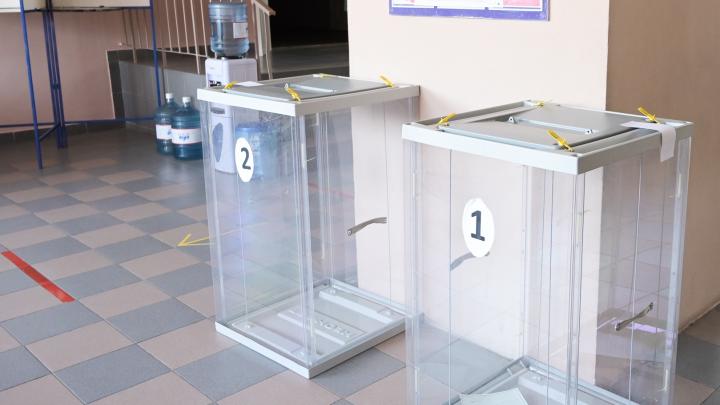 «Добавим и вашим кандидатам»: наблюдатель поймал председателя УИК на вбросе голосов за Голубева