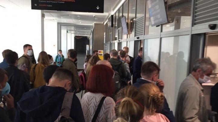 «Всех поувольняли, работать некому». Пассажиры пожаловались на огромные очереди в пермском аэропорту