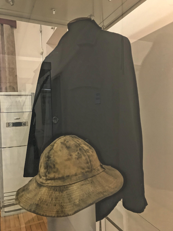 В этой куртке ходил герой Сергея Бодрова в фильме «Брат-2». После съемок куртку подарили режиссеру Алексею Балабанову и он постоянно в ней ходил