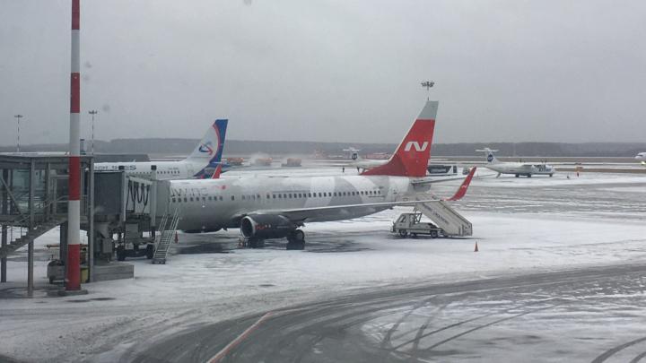 Из Екатеринбурга вылетел самолет, в котором утром умер мужчина