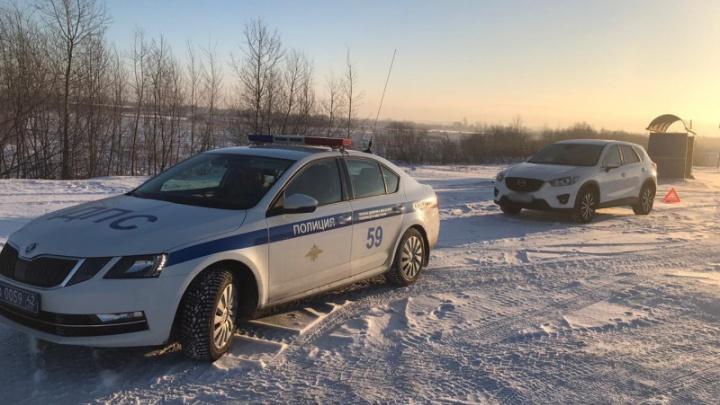 Туристов из Красноярского края в заглохшей машине на трассе в Шерегеш чудом удалось спасти