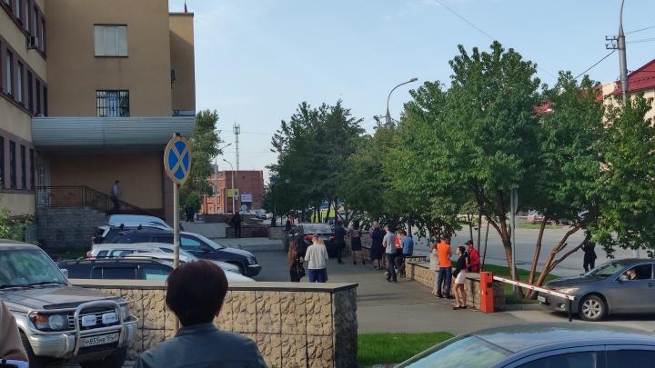 Из Железнодорожного суда в Новосибирске эвакуировали людей — поступило сообщение о минировании