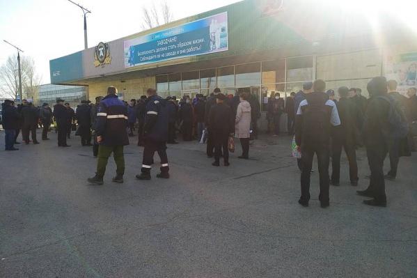 Такие очереди, как утверждают работники, были у «Тольяттиазота»