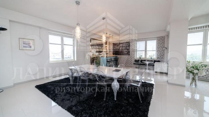 В Новокузнецке продают черно-белую квартиру с роялем за 40млн. Показываем фото роскошного жилья