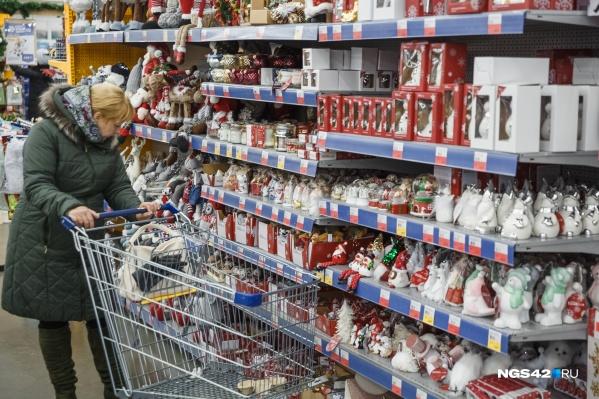 Сотрудники Роспотребнадзора рекомендуют проверять состав сладких подарков на содержание пищевых добавок<br>
