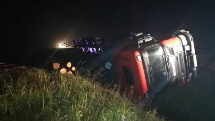 На трассе М-8 пьяный водитель «Лады-Калины» столкнулся со «Сканией» и скрылся с места ДТП