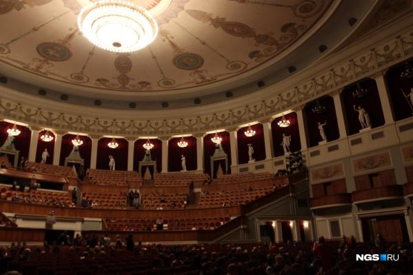 Новосибирские театры решили не оставлять своих зрителей без спектаклей — некоторые покажут их в записях и трансляции