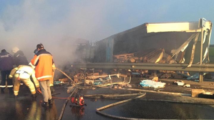 В Ростовской области фура попала в ДТП и загорелась. В огне погиб водитель