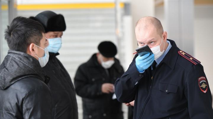 Быстро все надели маски! Полицейские рассказали, как штрафовали нарушителей антиковидного режима