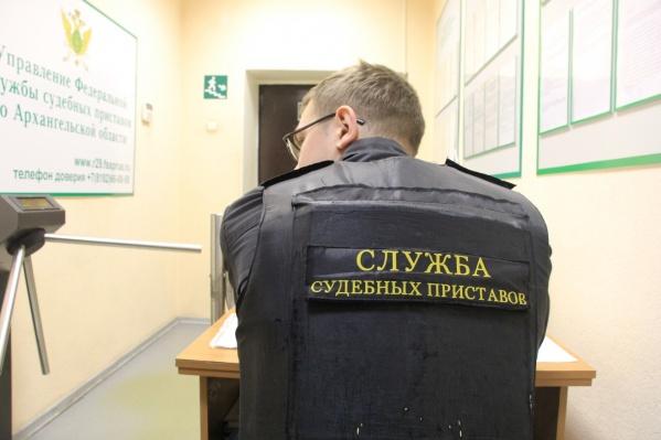 Вдобавок к арестованному автомобилю теперь на жителя Архангельска завели уголовное дело по взятке