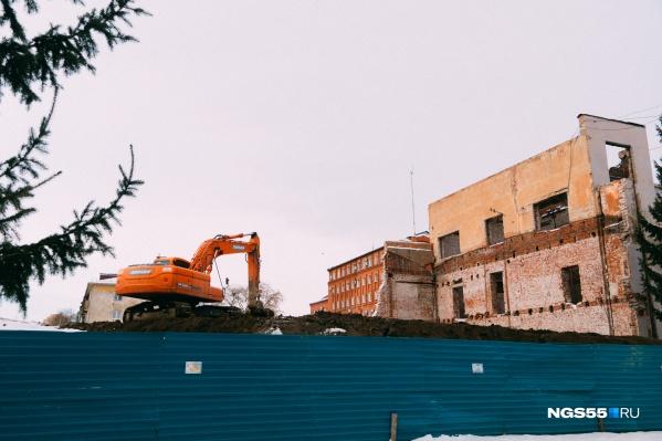 От здания остались только наружные стены