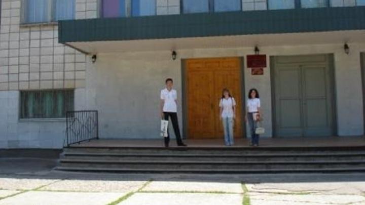 «Сегодня хоронили учителя»: в волгоградском лицее ввели карантин по коронавирусу