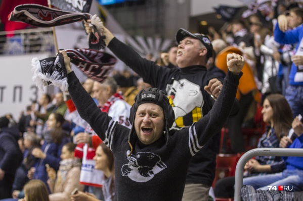 Болельщики соскучились по хоккею, но многим придётся смотреть матч по телевизору