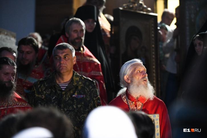 К отцу Сергию приходят внушаемые люди со всевозможными проблемами в поисках спасения