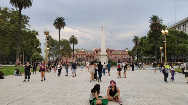 «Цветы — только для туристов»: корреспондент NGS24 о том, как в Аргентине отмечают 8 Марта