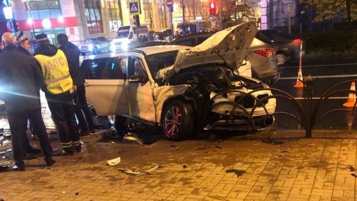 Женщина на BMW не поделила перекресток с Hyundai и устроила аварию с четырьмя пострадавшими