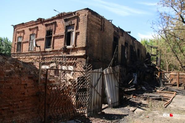 По словам местных жителей, дому было больше 160 лет