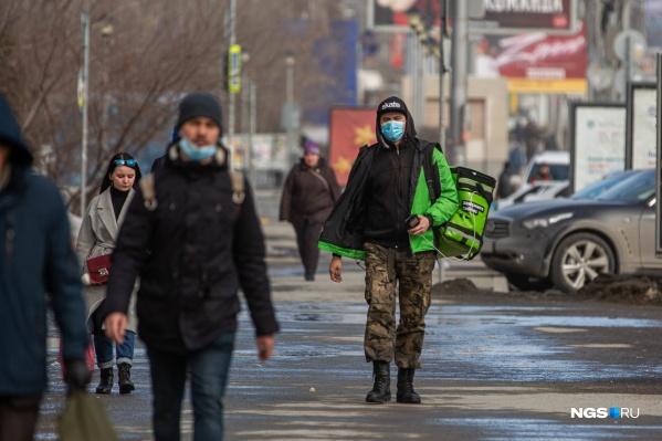 Утром 30 марта на улицах было меньше людей, чем в привычный будний день