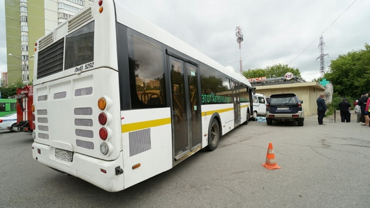 Автобус нового перевозчика попал в смертельное ДТП на Мильчакова