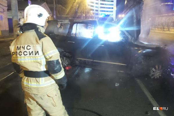 Машина почти полностью выгорела
