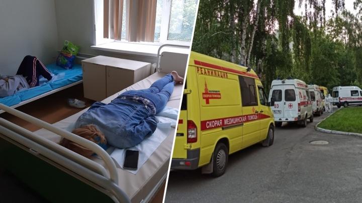 «Лежим на голых матрасах»: екатеринбуржцы с подозрением на COVID-19 застряли в КТ-центре на Чапаева
