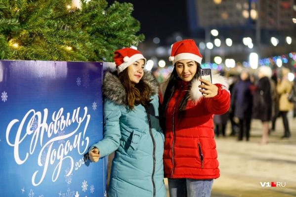 Ольга Зубарева настоятельно рекомендует обойтись без селфи у городской новогодней елки