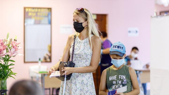 Школьников Волгограда из-за выборов заставляют учиться на каникулах и уходить на дистанционку