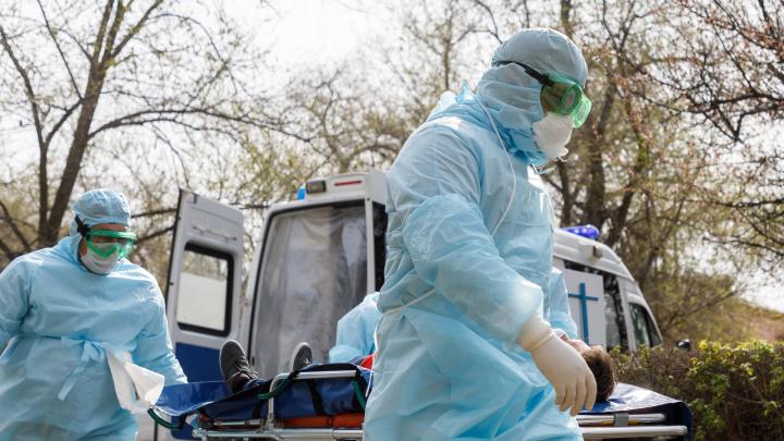 Один умерший и 98 заражённых: коронавирус поразил почти 14 тысяч волгоградцев