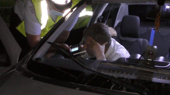 В Асбесте пьяный водитель сумел продуть в алкотестер только с 21-го раза: видео