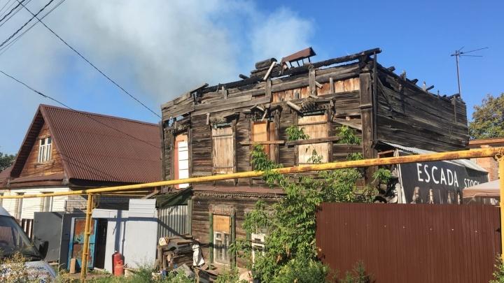 В МЧС назвали причину крупного пожара в Запанском