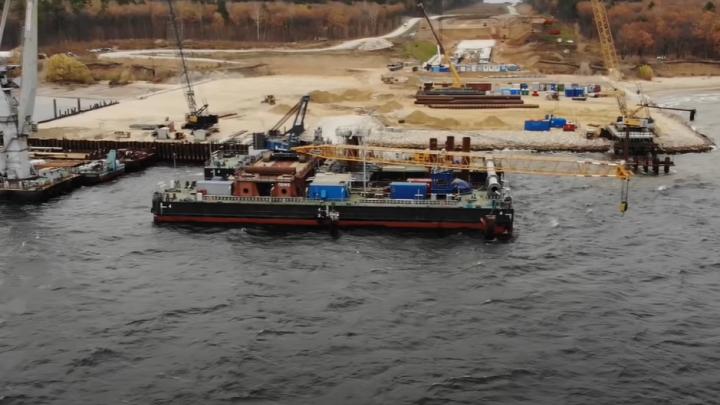 Видео: строители моста через Волгу у Климовки «ушли» в воду