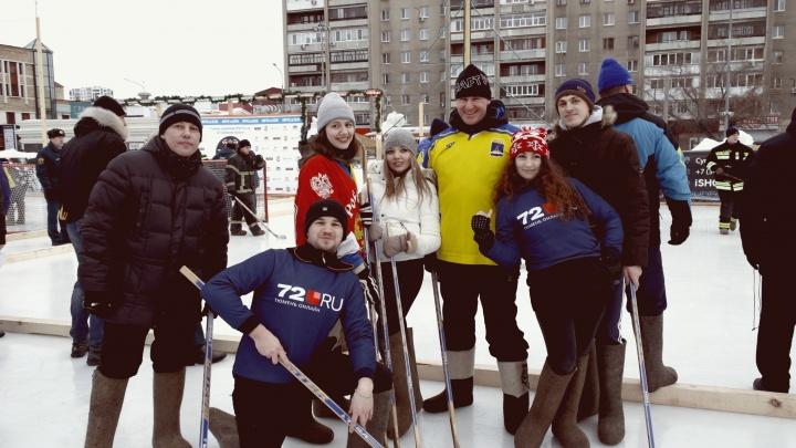 Глава Тюмени разгромил команду 72.RU: фоторепортаж с турнира по хоккею в валенках