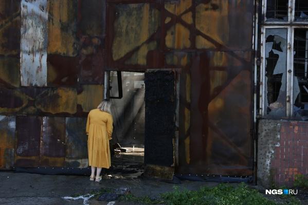 В пожаре никто не пострадал, больше всего досталось самому зданию — полностью выгорели почти все помещения на первом этаже