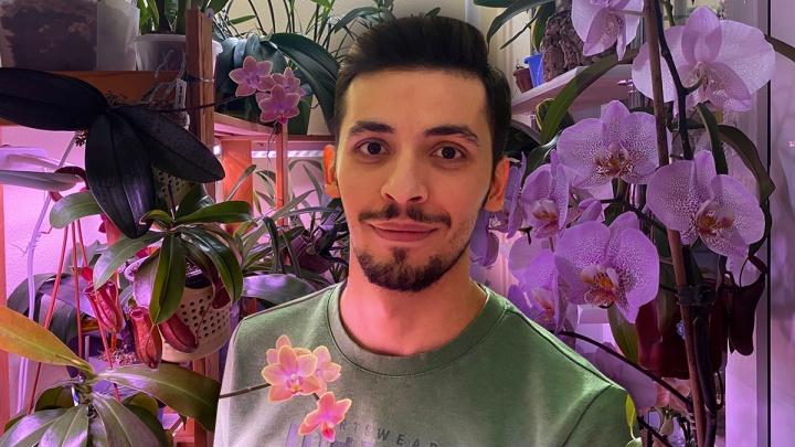 На работе чинит сердца, дома заботится об оранжерее: история тюменского хирурга с необычным хобби