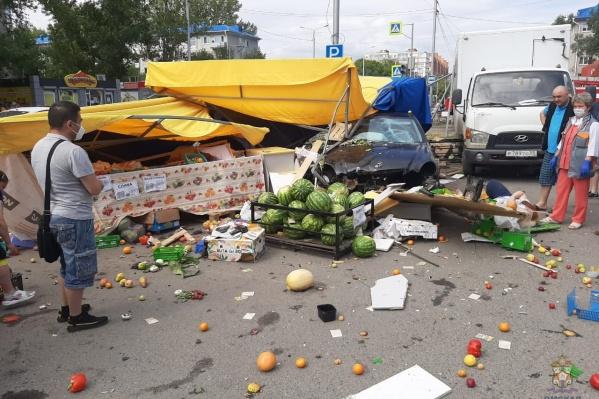 По предварительным данным, самые тяжёлые травмы получила продавец палатки