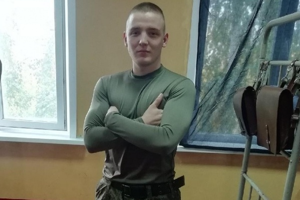 20-летний Никита разгружал огнетушители в ангаре