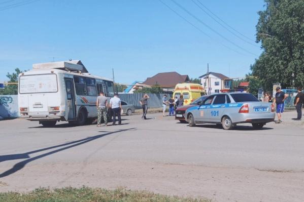 В Кургане столкнулись автобус и питбайк, за рулём которого был 12-летний мальчик