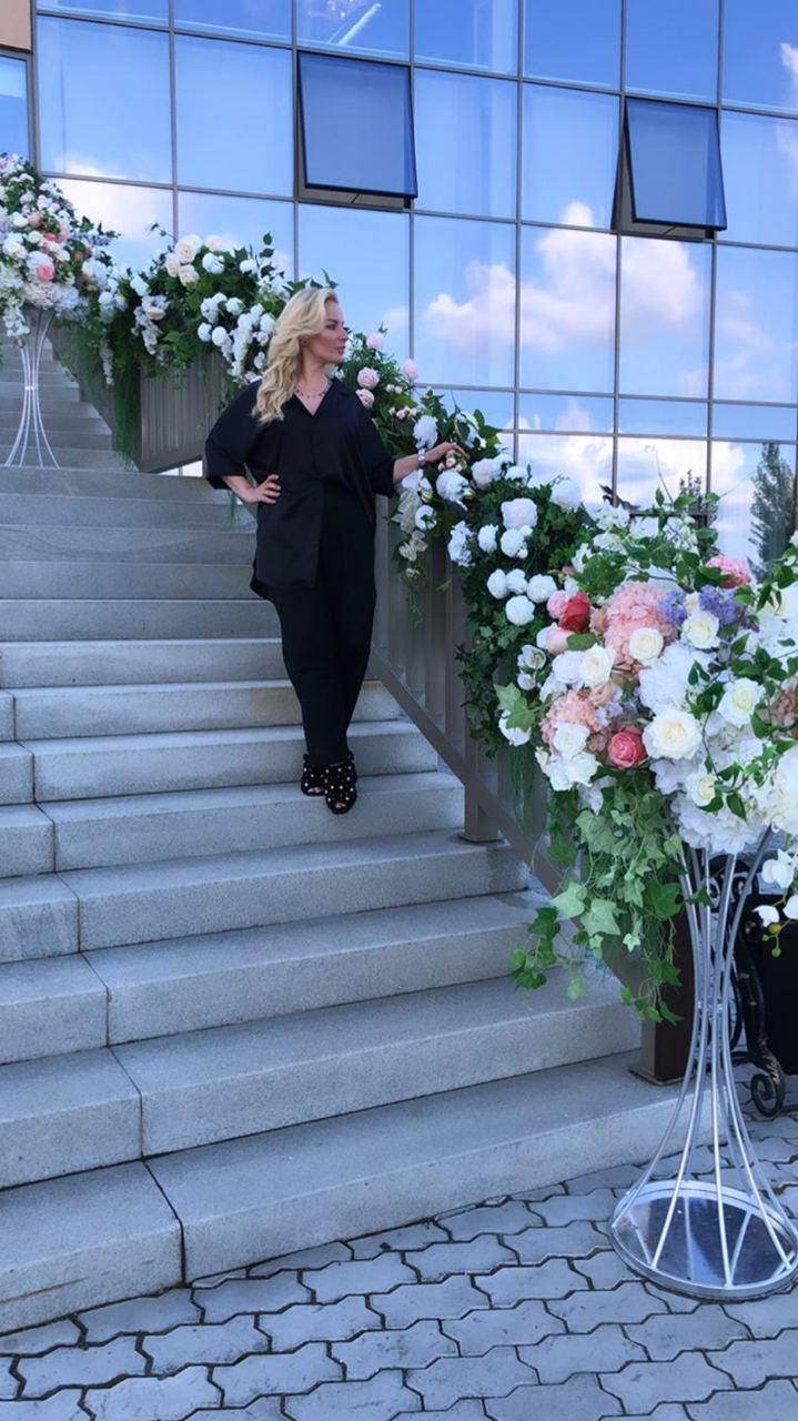 Мейк Елизавете делала стилист из Екатеринбурга Елена Коробова