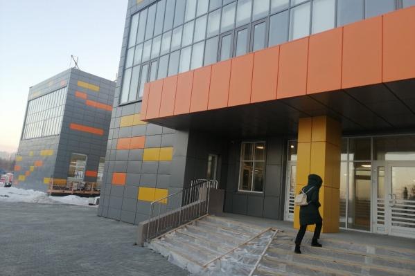 Первый корпус нового учебного заведения рассчитан на 600 школьников