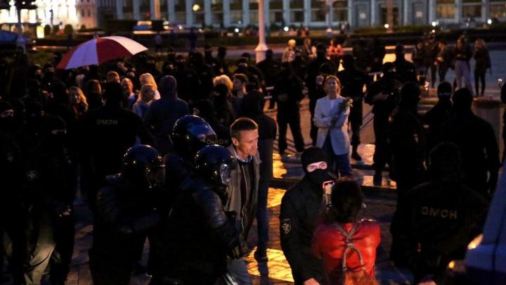 Новые задержания и избиение в автозаке, попавшее на видео: в Минске продолжились протесты