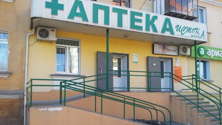 В Челябинске грабитель в маске напал с топором на аптеку
