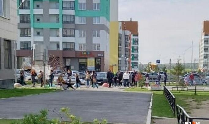 В оперштабе по борьбе с COVID-19 пообещали разобраться с очередями у поликлиник в Екатеринбурге