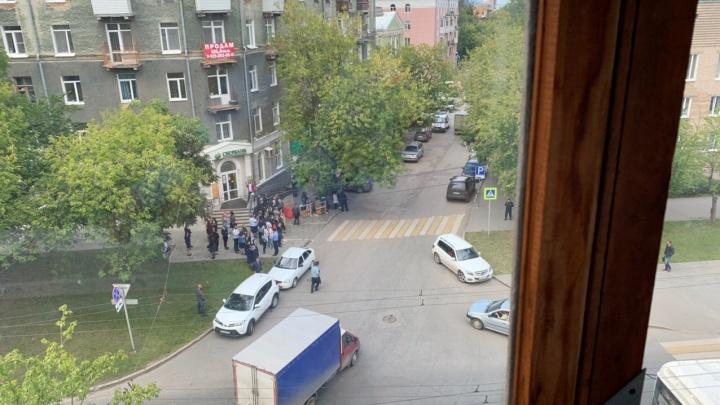 В Перми из зданий судов эвакуировали всех сотрудников и посетителей