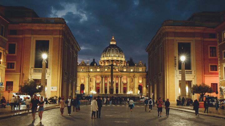 Заграница отменяется? Как коронавирус попал в Италию и стоит ли туристам сдавать билеты
